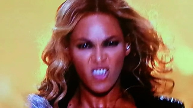 beyonce-eyes-go-black-at-superbowl-performance.jpg