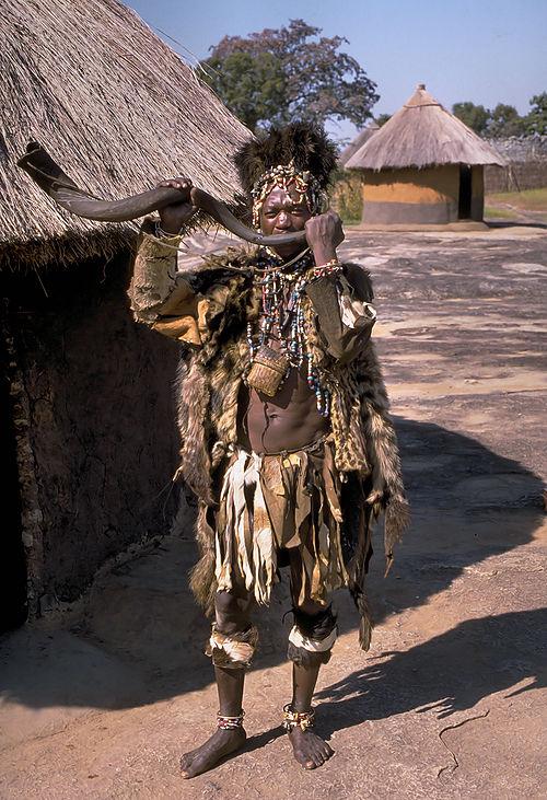 500px-Shona_witch_doctor_(Zimbabwe)