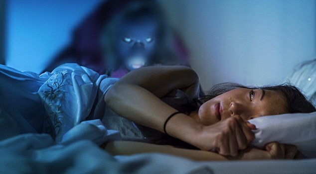 2DA51C8F00000578-3283884-Frozen_in_fear_Elise_Robson_in_new_film_the_Nightmare_which_expl-m-92_1445473939983