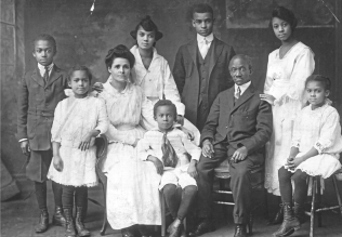 Photo_archive_chronicles_3_generations_of_a_family_s_Pittsburgh_story_-_Pittsburgh_news_-_NewsLocker