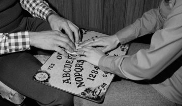 stuffyoushouldknow-podcasts-wp-content-uploads-sites-16-2013-10-ouija-600x350